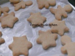 eggless christmas sugar cookies / cut out cookies with royal icing